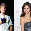 Justin y Selena se dejaron ver besándose en un yate mientras disfrutaban de unas vacaciones