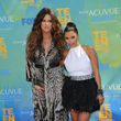 Kim y Khloe Kardashian en los Teen Choice Awards
